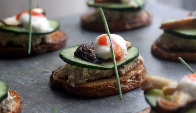 Canapés con paté ahumado vegano