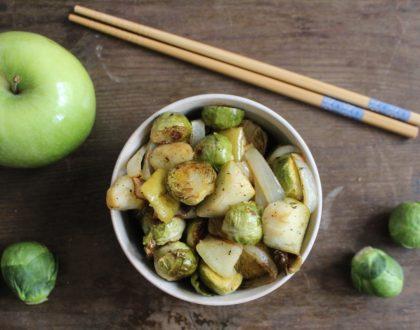 Rica receta de coles de Bruselas con manzana al horno